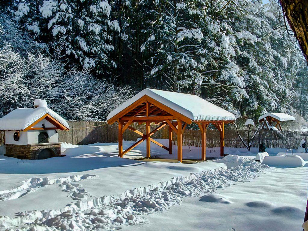 Egy kép. Téli kép az udvarról.
